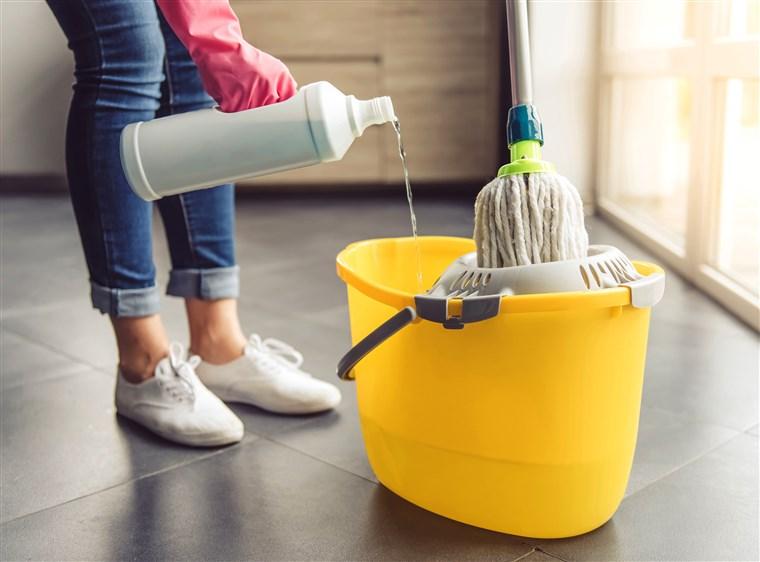 مواد لازم جهت تمیز کردن و شستن انواع مختلف مبلمان رنگ روشن در منزل و خانه