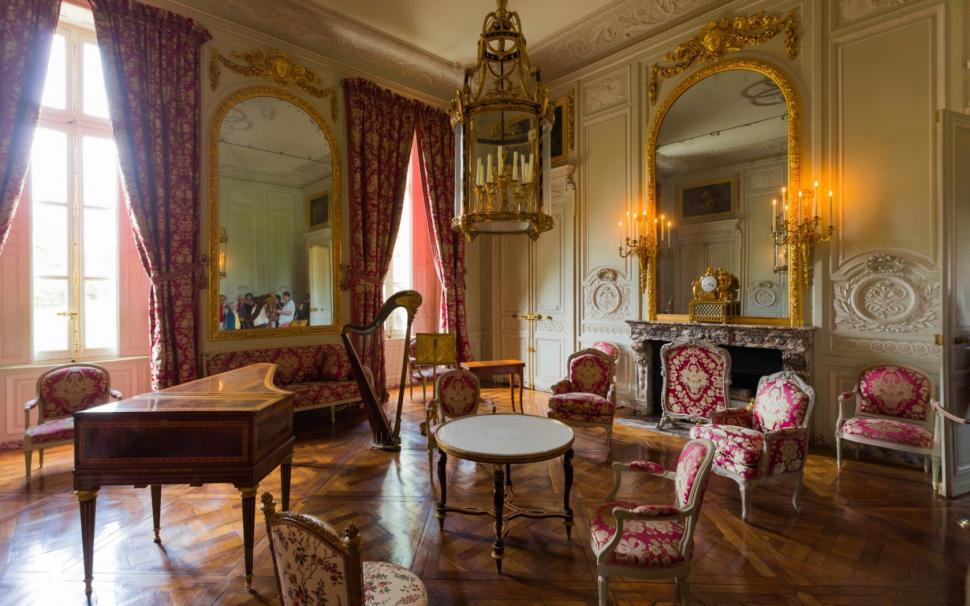 مبلمان سلطنتی سبک فرانسوی  قرمز صورتی طلایی نقره ای