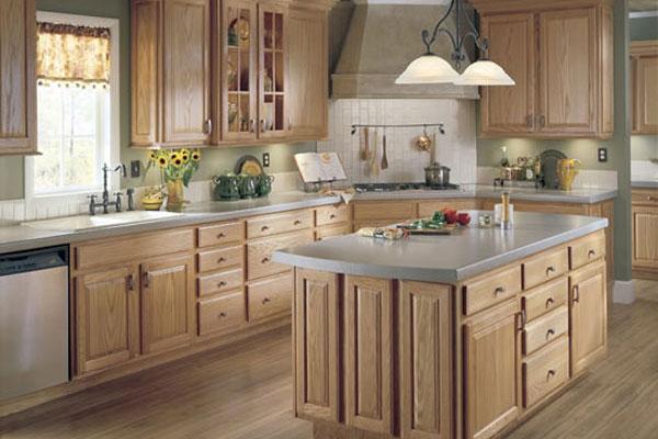 آشپزخانه با جزیره چوبی کابینت های ام دی اف