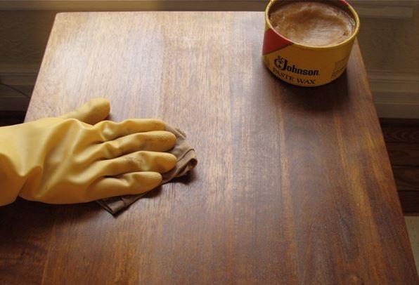 تمیزی وسایل چوبی منزل میز مبل کمد کنسول ویترین استند بوفه