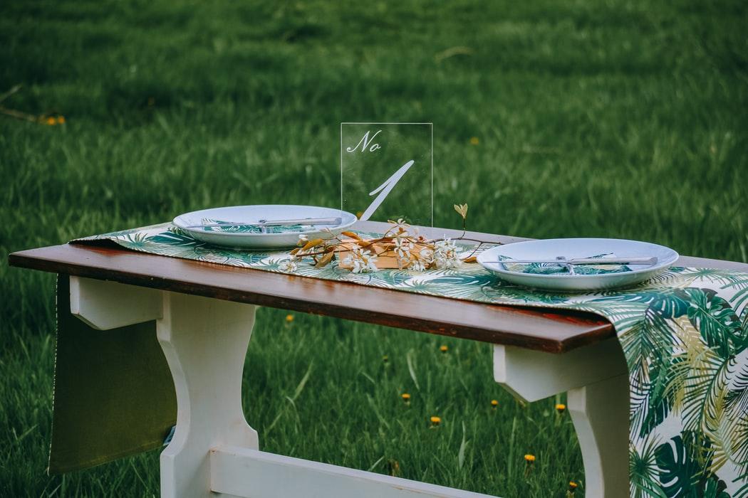میز ناهار خوری چوبی آشپزخانه تزیین میز ناهار خوری گل شمع