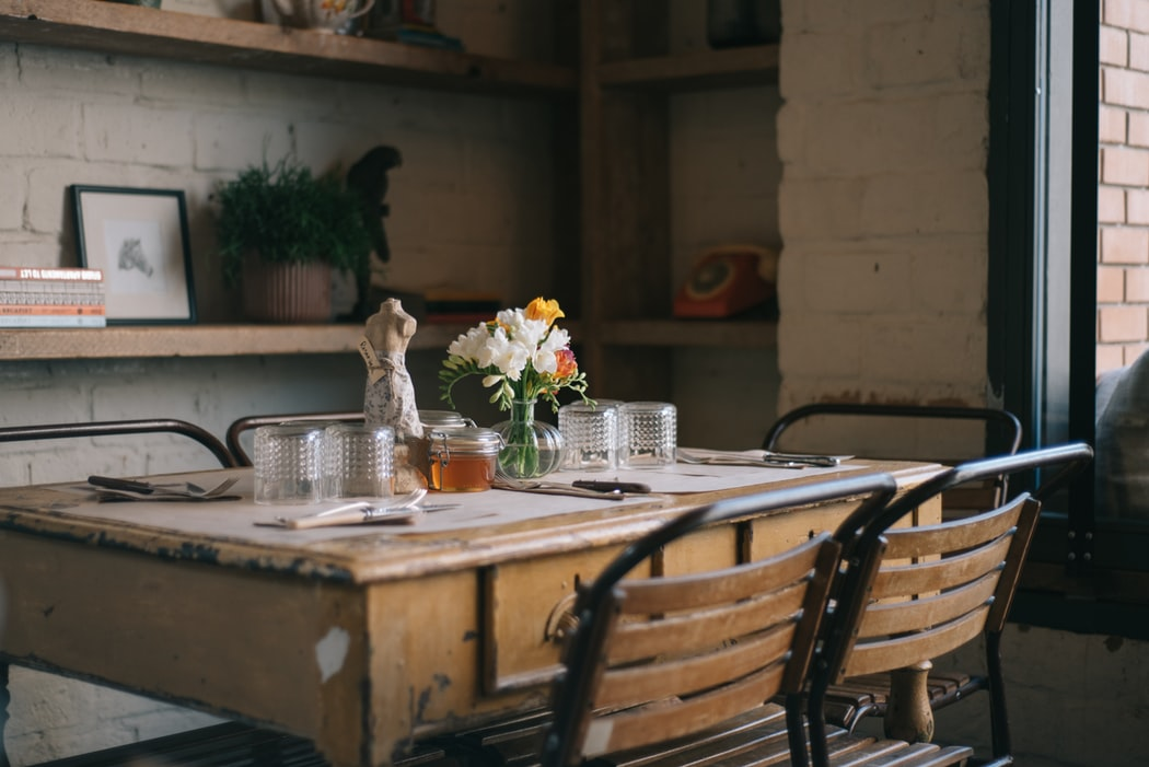 میز ناهار خوری چوبی آشپزخانه نیمکت دار