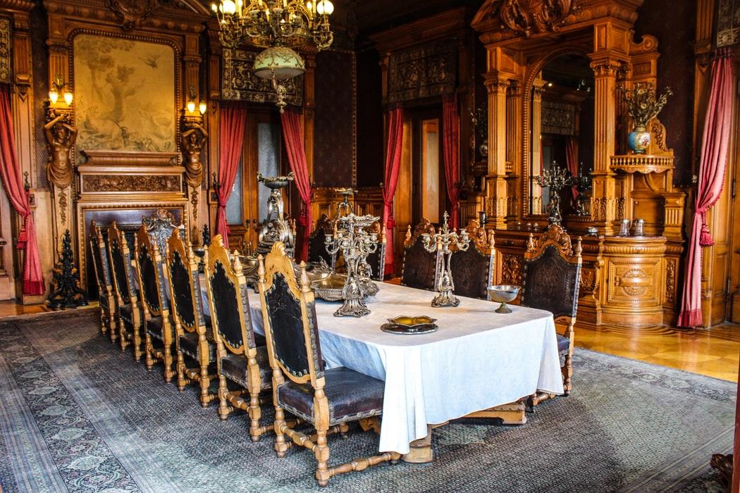 میز ناهار خوری چوبی صندلی با روکش پارچه ای آبی کلاسیک سلطنتی طلایی