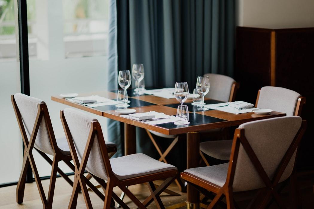 میز ناهار خوری چوبی صندلی با روکش توسی