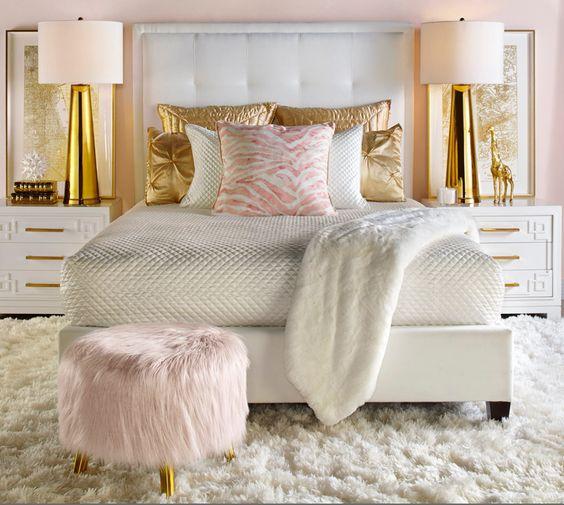 تزئین بالای تخت خواب مدرن و شیک