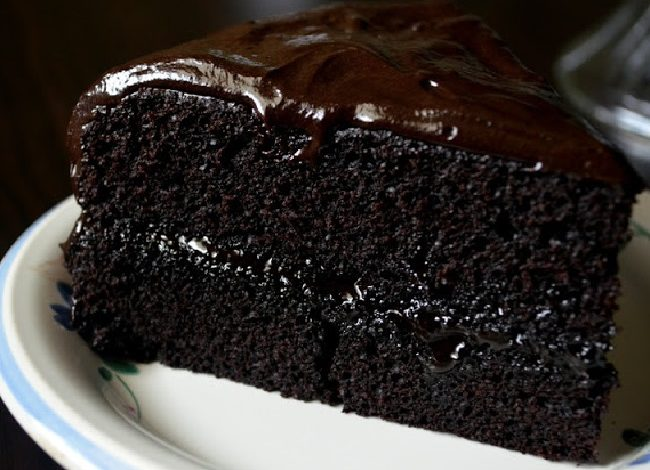 تزیین کیک خیس شکلاتی