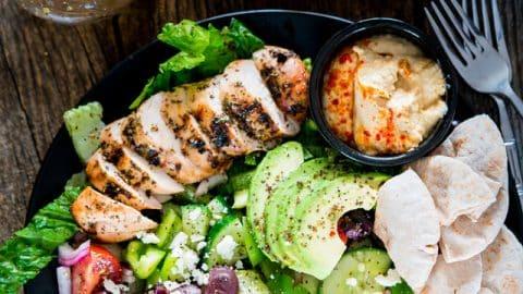 مواد لازم برای تهیه سالاد مرغ یونانی