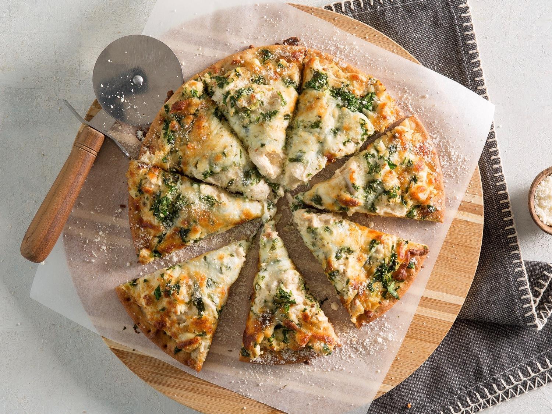 دستور پخت پیتزا آلفردو با پنیر پارمسان