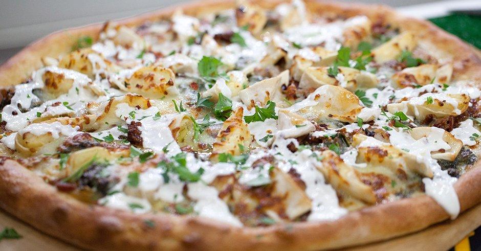 مواد لازم برای تهیه پیتزا چیکن استروگانف