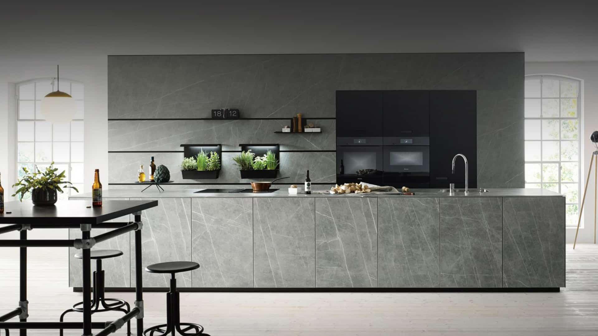 دکوراسیون آشپزخانه با رنگ تیره